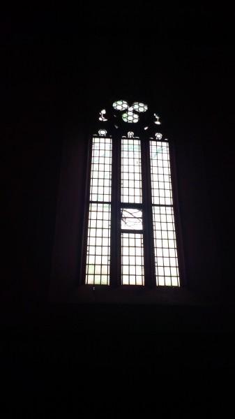 Fenster der Hergisdorfer Kirche.