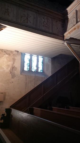 Aufgang zur Empore in der Hergisdorfer Kirche.