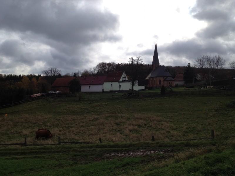 Blick auf die Kirche von Siebigerode von Möllendorf kommend.