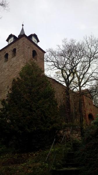 Turm der mittelalterlichen Kirche in Hergisdorf.